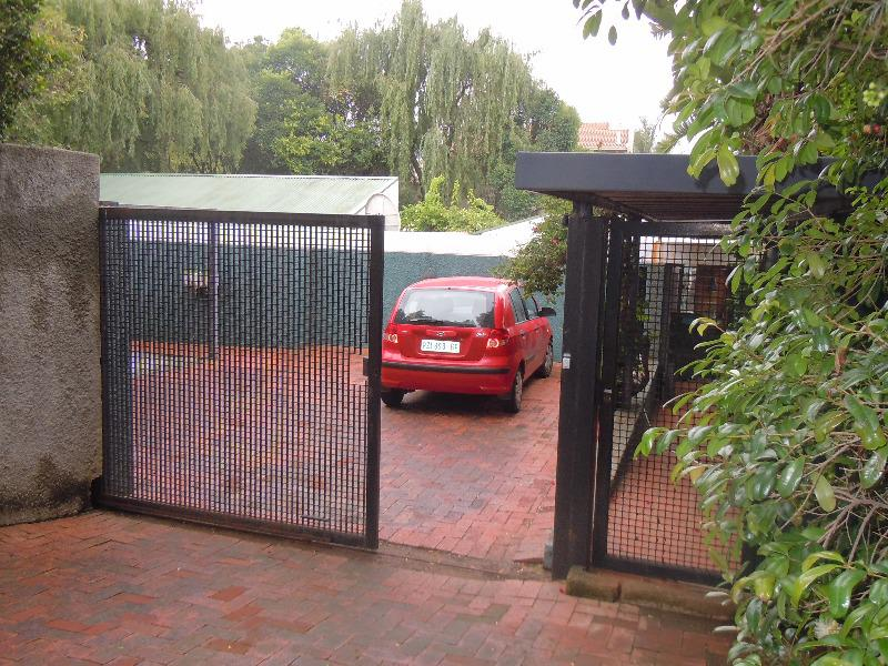 Property For Sale in Forest Town, Johannesburg 12