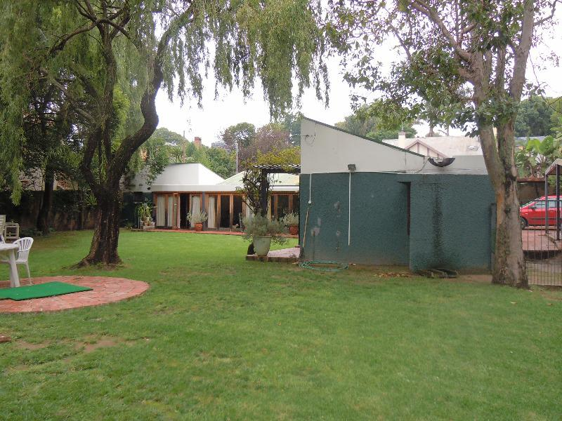 Property For Sale in Forest Town, Johannesburg 11