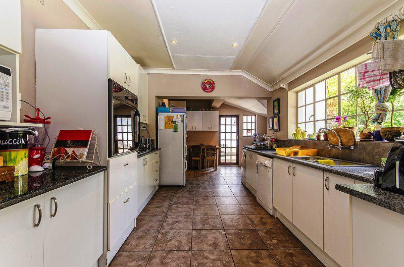 Property For Sale in Craighall Park, Johannesburg 8