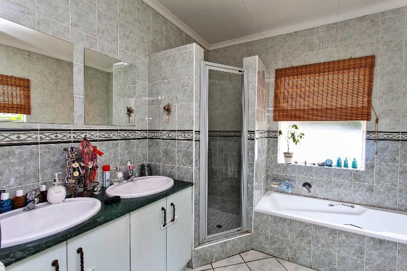 Property For Sale in Wendywood, Sandton 11