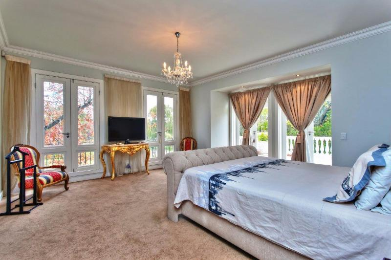 Property For Sale in Craighall Park, Johannesburg 12
