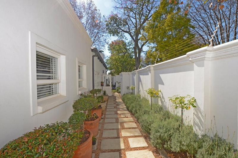 Property For Rent in Parkhurst, Johannesburg 12