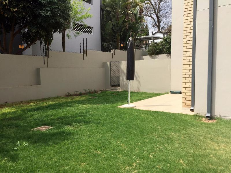Property For Rent in Craighall Park, Johannesburg 12