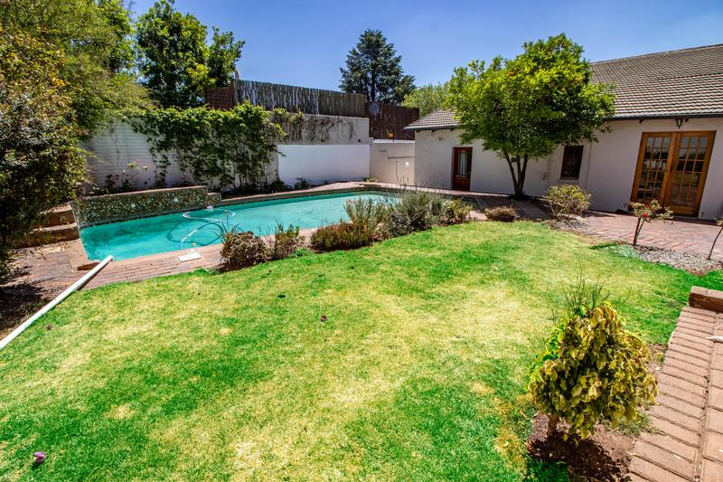 Property For Sale in Parkhurst, Johannesburg 11