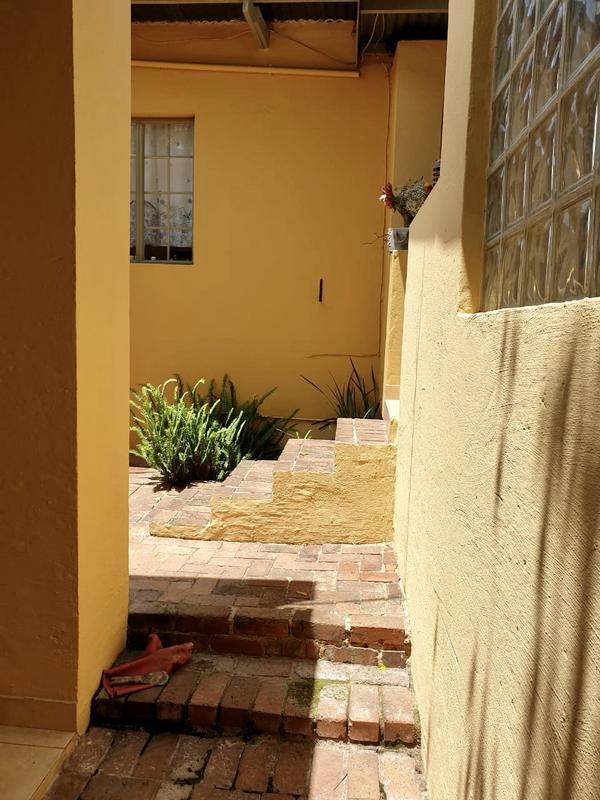 Property For Rent in Parkhurst, Johannesburg 10