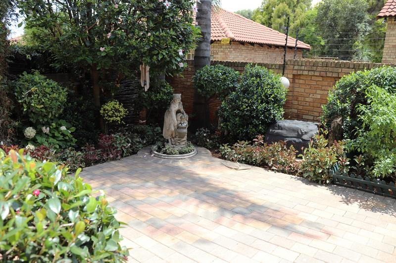 Property For Sale in Weltevredenpark Ext, Roodepoort 6