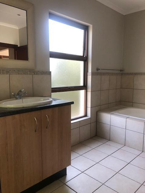 Property For Rent in Mill Hill Ext 2, Sandton 19